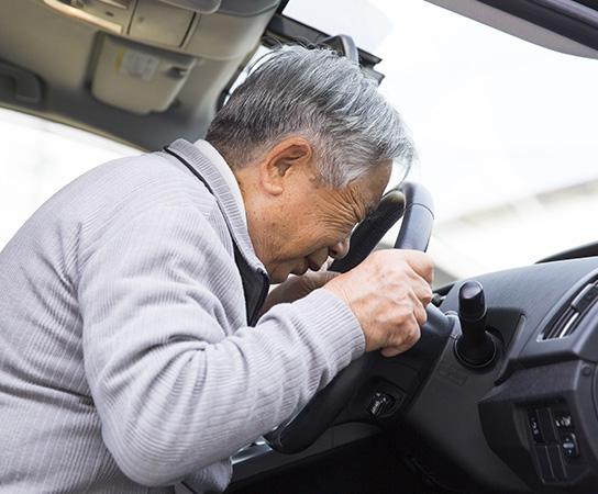 高齢者によるペダルの踏み間違い